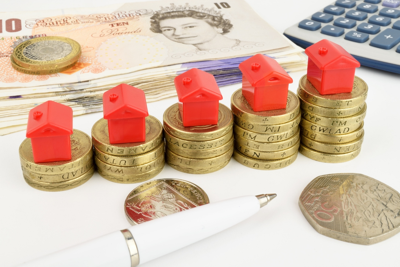 Average rent outside London now hits £750 per month